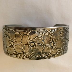 Jewelry - Pewter Bracelet July Birth Month Flower